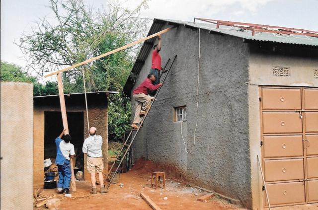 Hilfswerk Bassotu - Mwanga - Instalation Solaranlage