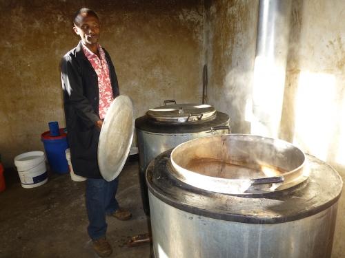 Hilfswerk Bassotu - Katesh Handwerkerschule, Küche