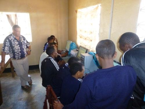 Hilfswerk Bassotu - Katesh Handwerkerschule, Computer