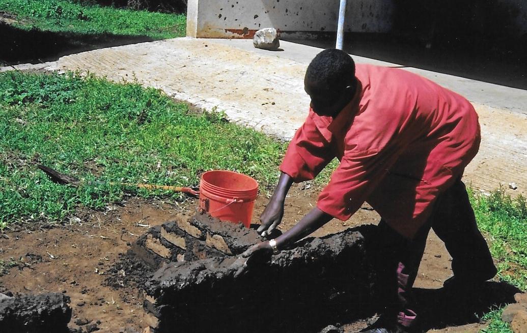 Hilfswerk Bassotu - Katesh Handwerkerschule Maurer