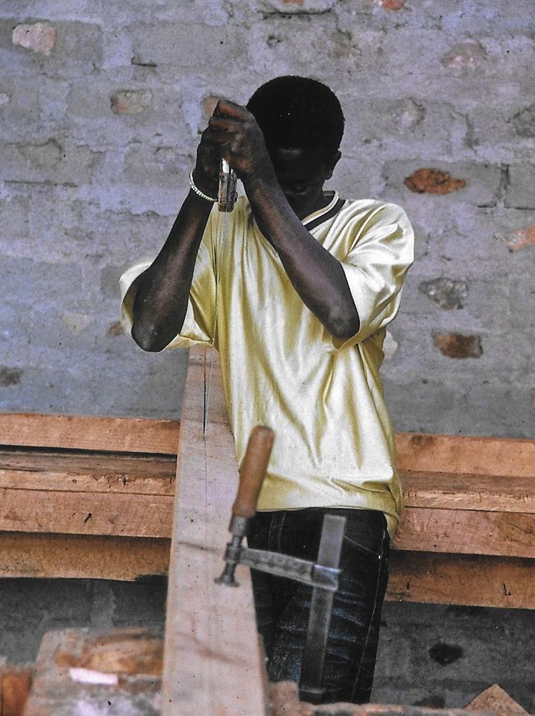 Hilfswerk Bassotu - Katesh Handwerkerschule Schreinerei