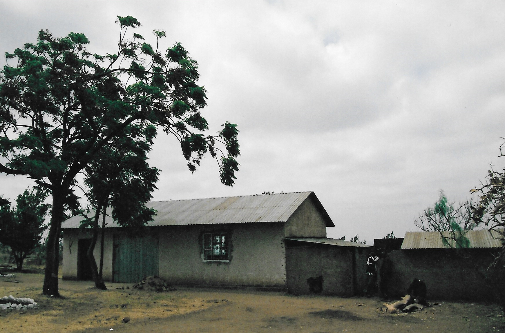Hilfswerk Bassotu - Katesh Handwerkerschule vorher