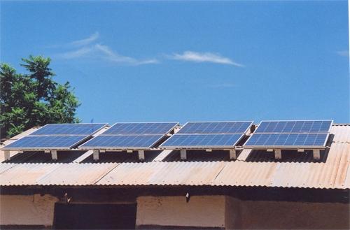 Hilfswerk Bassotu - Mwanga Dispensary Solaranlage