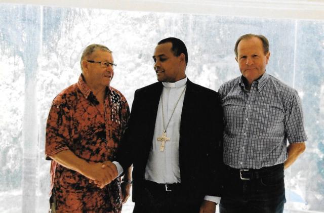 Hilfswerk Bassotu - Sakina Schulhaus Einweihung - Bischof von Mbulu