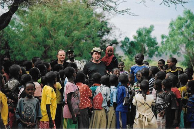 Hilfswerk Bassotu - Stiftungsratmitglieder besuchen Hostel in MONIC