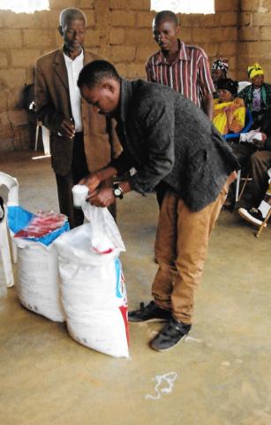 Hilfswerk Bassotu - Lebensmittelverteilung an die Leprakranken